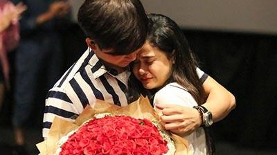 Video: Trương Quỳnh Anh khóc nức nở khi Tim cầu hôn