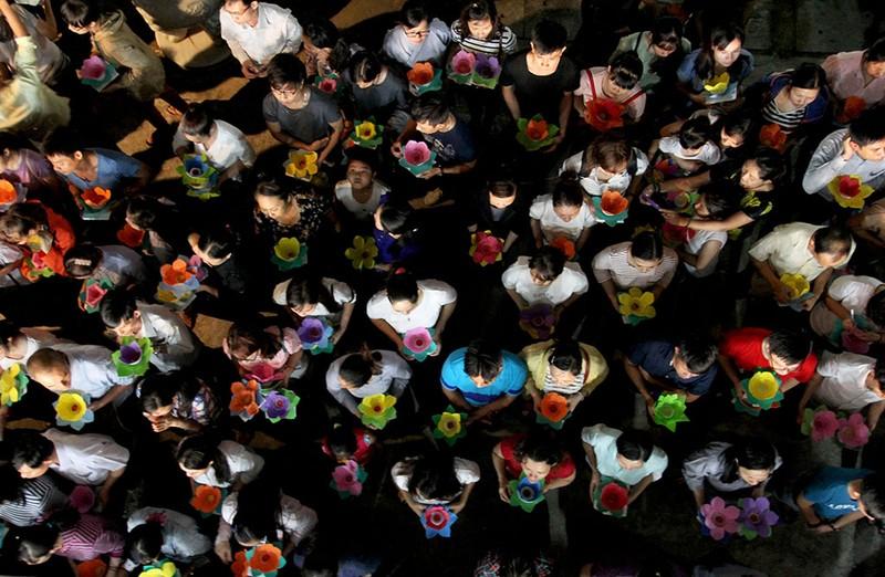 Hàng ngàn hoa đăng rực sáng sông Sài Gòn trong ngày Vu lan - ảnh 7