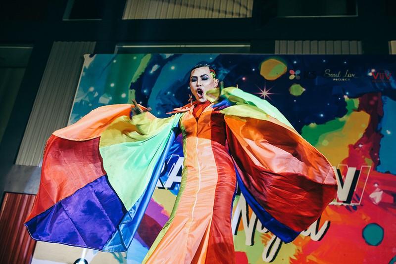 Dàn sao Việt đốt cháy sân khấu mừng 'tết' của cộng đồng LGBT - ảnh 8