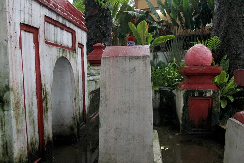 Kỳ bí khu mộ cổ hơn trăm năm trong Công viên Tao Đàn  - ảnh 3