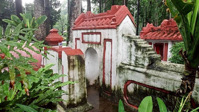 Kỳ bí khu mộ cổ hơn trăm năm trong Công viên Tao Đàn  - ảnh 4