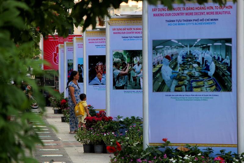 TP.HCM triển lãm kỷ niệm 71 Cách mạng Tháng Tám và Quốc khánh 2-9 - ảnh 6