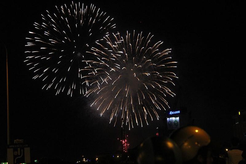 TP.HCM: Chờ đợi hàng giờ để xem pháo hoa mừng ngày Quốc khánh - ảnh 8