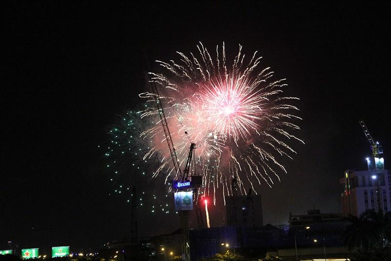 TP.HCM: Chờ đợi hàng giờ để xem pháo hoa mừng ngày Quốc khánh - ảnh 7