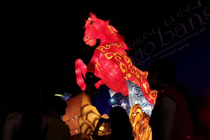 TP.HCM: Gần 20 con vật khổng lồ xuất hiện trong đêm Trung thu - ảnh 3