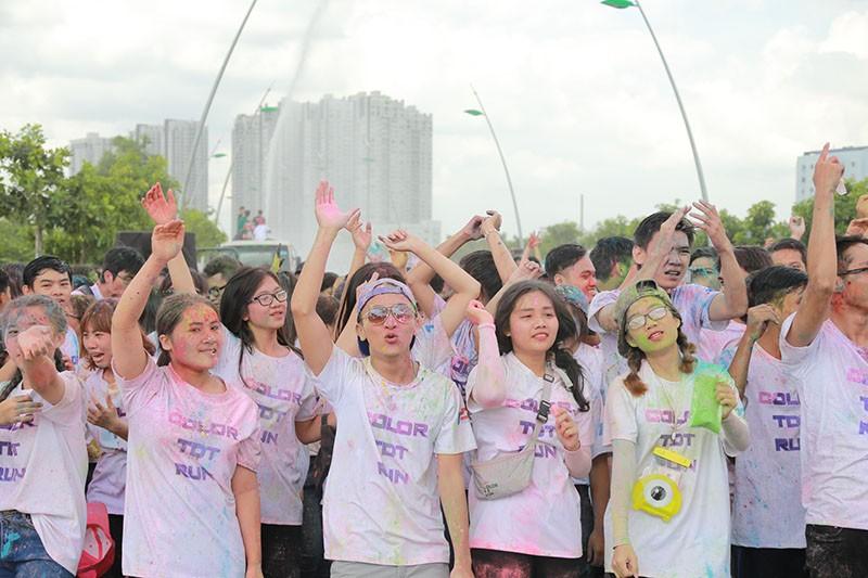 Hơn 1.000 sinh viên Tôn Đức Thắng chạy bộ gây quỹ  - ảnh 3
