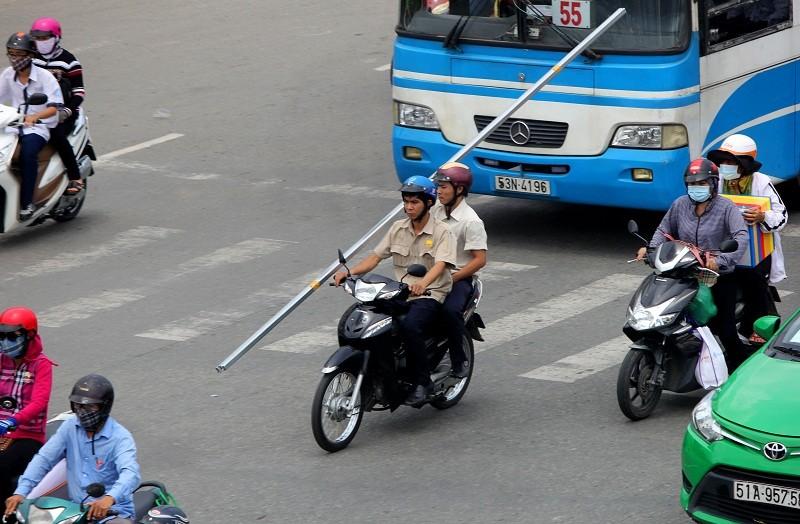 Xe chở tôn nhan nhản mọi nẻo đường  - ảnh 9