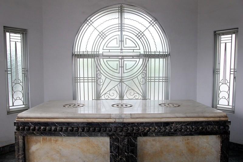 Độc đáo 2 mộ cổ xây bằng đá cẩm thạch nhập từ Pháp - ảnh 13