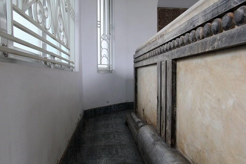 Độc đáo 2 mộ cổ xây bằng đá cẩm thạch nhập từ Pháp - ảnh 15