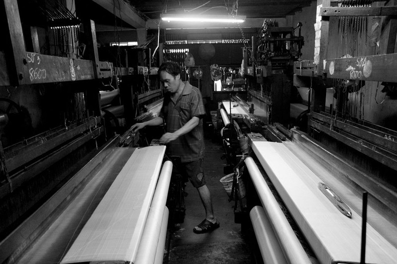 Gia đình hơn 50 năm giữ nghề dệt vải bằng khung gỗ - ảnh 1