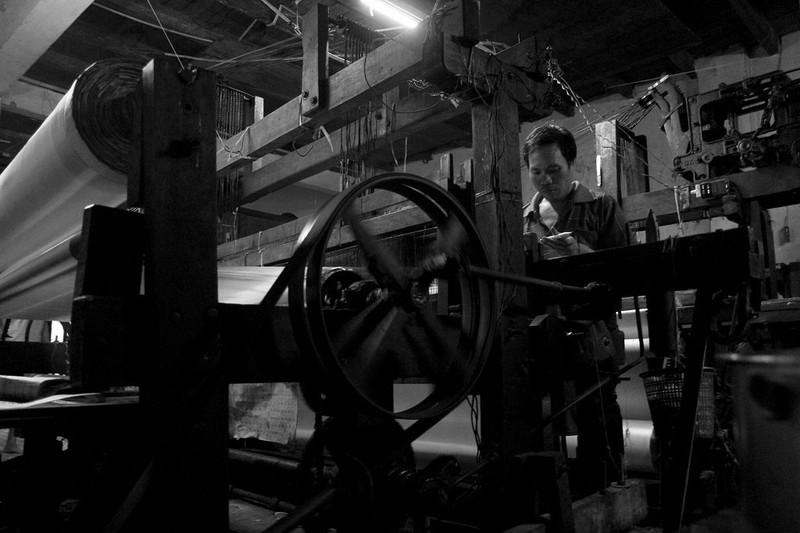 Gia đình hơn 50 năm giữ nghề dệt vải bằng khung gỗ - ảnh 2
