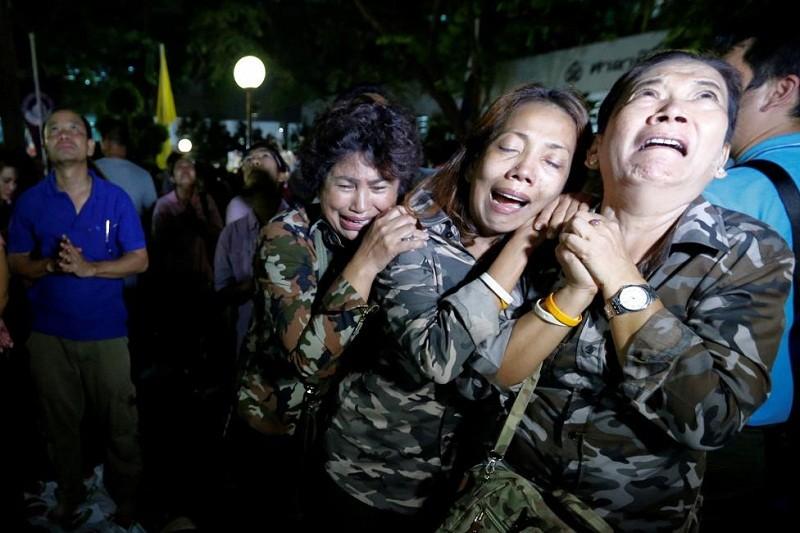 Người Thái khóc như mưa tiếc thương quốc vương - ảnh 8