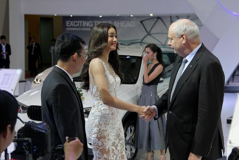 Phạm Hương cùng dàn người đẹp đọ dáng tại VIMS 2016 - ảnh 1