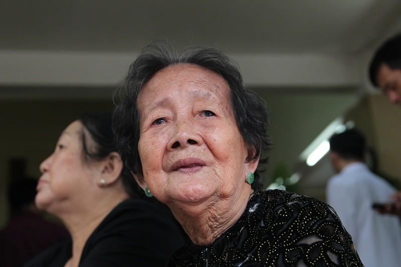 Nghệ sĩ nghẹn ngào đến viếng 'sầu nữ' Út Bạch Lan - ảnh 12