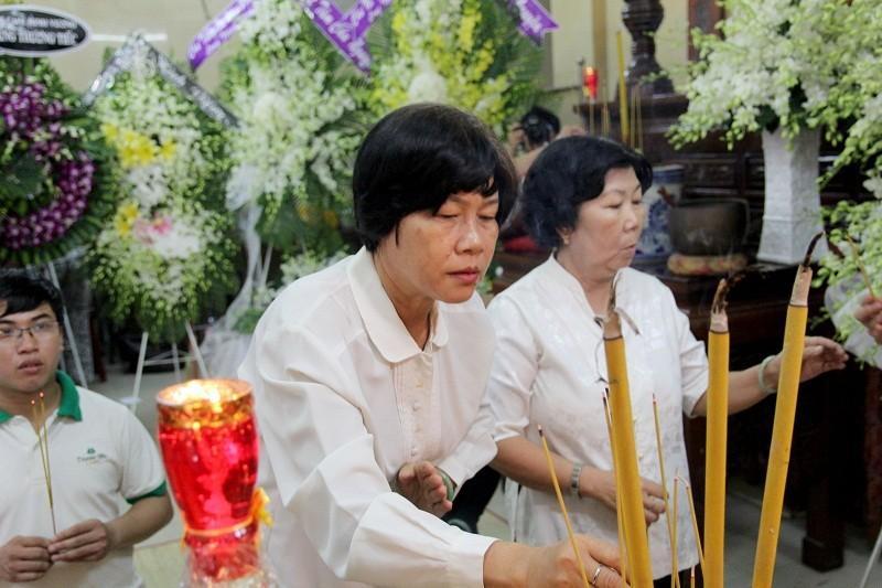 Nghệ sĩ nghẹn ngào đến viếng 'sầu nữ' Út Bạch Lan - ảnh 13