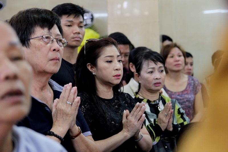 Nghệ sĩ nghẹn ngào đến viếng 'sầu nữ' Út Bạch Lan - ảnh 7