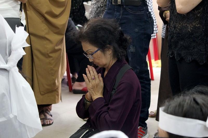 Nghệ sĩ nghẹn ngào đến viếng 'sầu nữ' Út Bạch Lan - ảnh 11