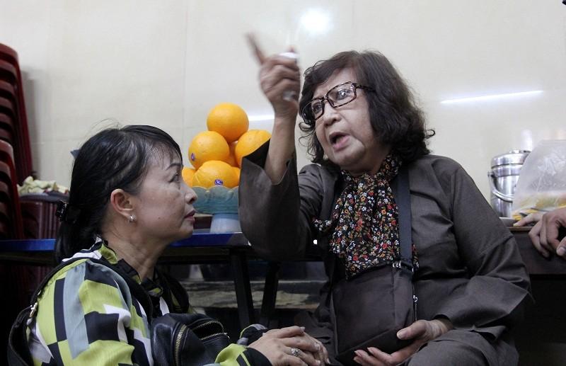 Nghệ sĩ nghẹn ngào đến viếng 'sầu nữ' Út Bạch Lan - ảnh 9