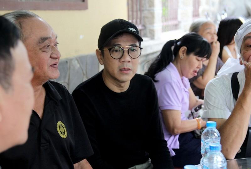 Nghệ sĩ nghẹn ngào đến viếng 'sầu nữ' Út Bạch Lan - ảnh 10