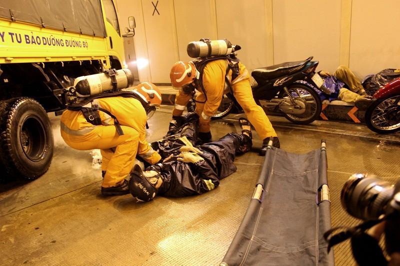 Diễn tập giải cứu 30 người bị tai nạn ở hầm Thủ Thiêm - ảnh 4