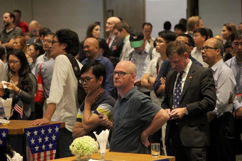 Muôn kiểu chờ đợi kết quả bầu cử tổng thống Mỹ ở TP.HCM - ảnh 7