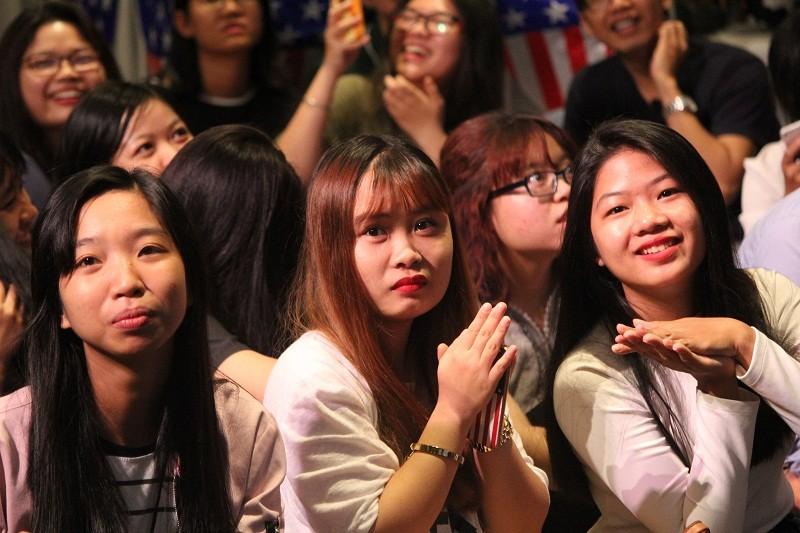 Muôn kiểu chờ đợi kết quả bầu cử tổng thống Mỹ ở TP.HCM - ảnh 10