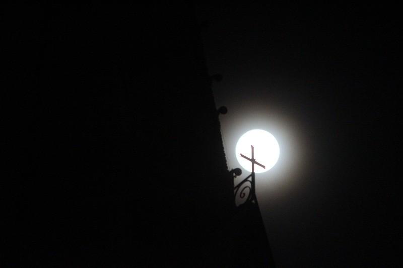 """Ngắm """"siêu trăng"""" sau 69 năm xuất hiện ở TP.HCM - ảnh 7"""