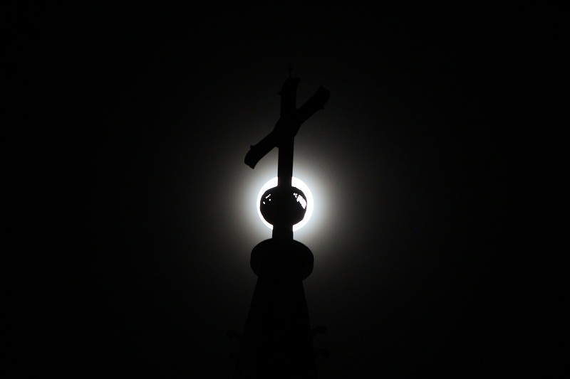 """Ngắm """"siêu trăng"""" sau 69 năm xuất hiện ở TP.HCM - ảnh 10"""