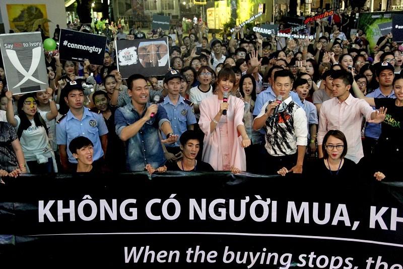 MC Phan Anh cạo đầu cam kết bảo vệ động vật hoang dã - ảnh 9