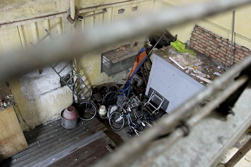 Cận cảnh chung cư ở phố Tây buộc phải di dời khẩn cấp  - ảnh 18