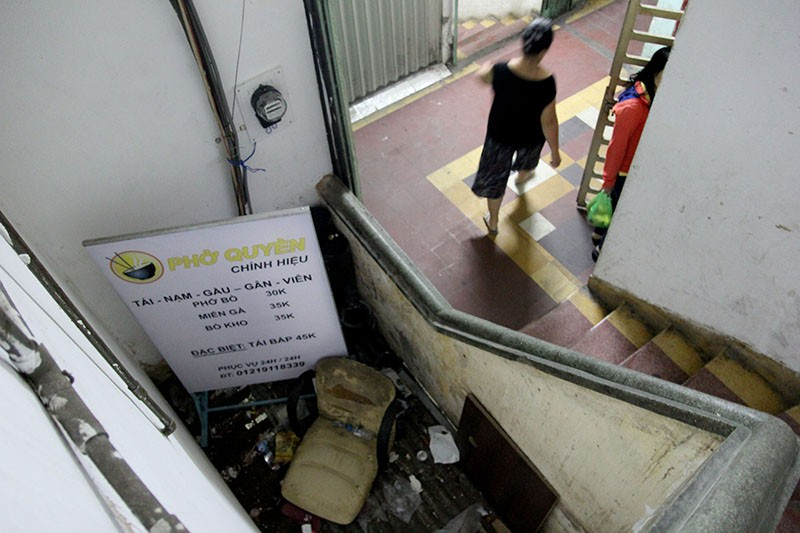 Cận cảnh chung cư ở phố Tây buộc phải di dời khẩn cấp  - ảnh 7