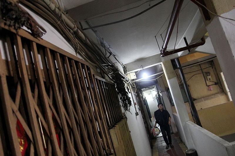 Cận cảnh chung cư ở phố Tây buộc phải di dời khẩn cấp  - ảnh 8