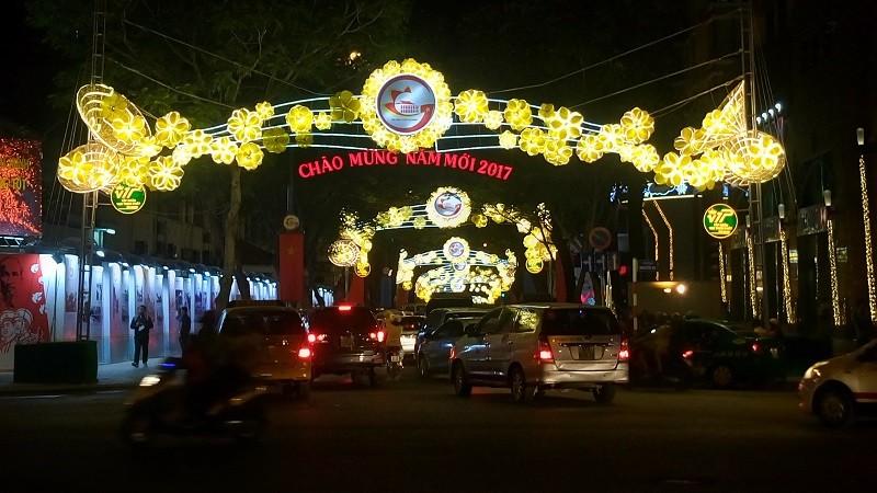 TP.HCM lung linh đèn hoa chào năm mới 2017 - ảnh 5