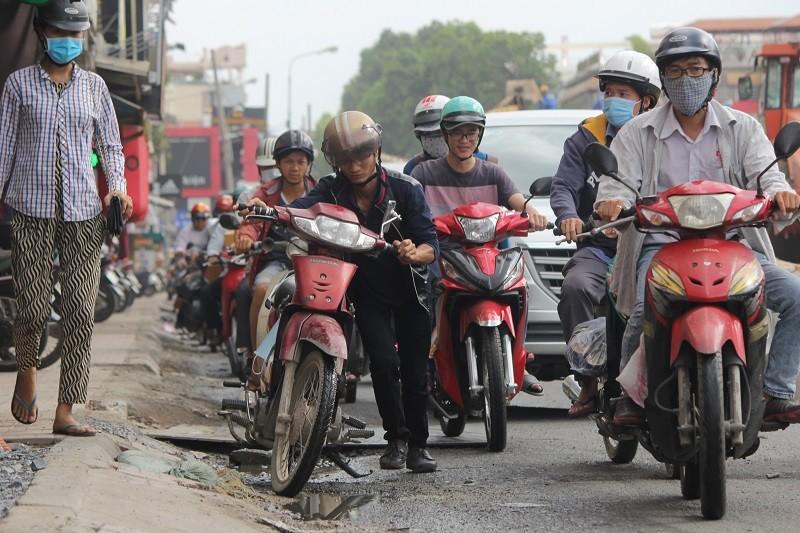 TP.HCM: Lô cốt bủa vây đường phố dịp cuối năm - ảnh 10
