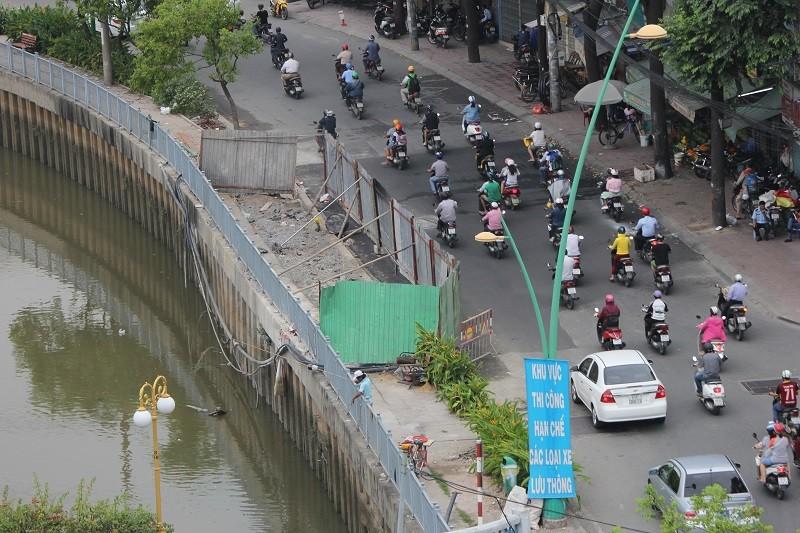 TP.HCM: Lô cốt bủa vây đường phố dịp cuối năm - ảnh 16