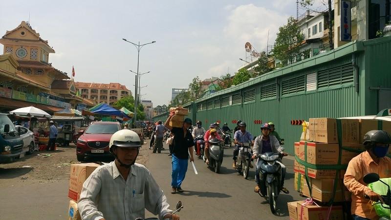 TP.HCM: Lô cốt bủa vây đường phố dịp cuối năm - ảnh 15