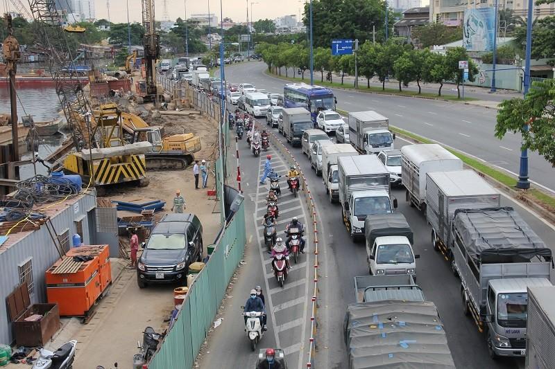 TP.HCM: Lô cốt bủa vây đường phố dịp cuối năm - ảnh 1