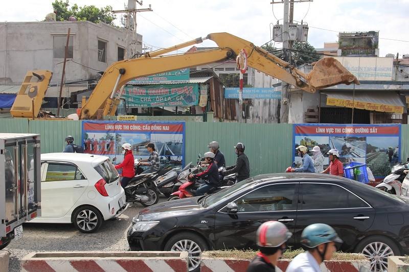 TP.HCM: Lô cốt bủa vây đường phố dịp cuối năm - ảnh 4