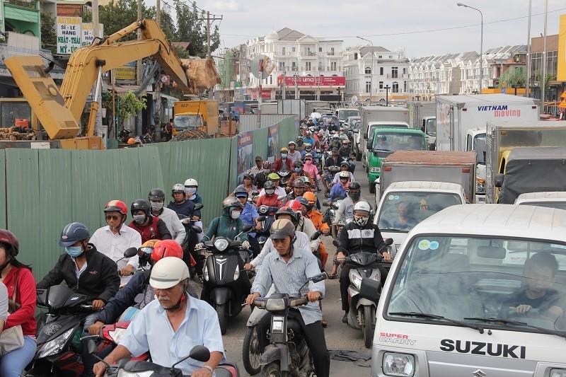 TP.HCM: Lô cốt bủa vây đường phố dịp cuối năm - ảnh 5