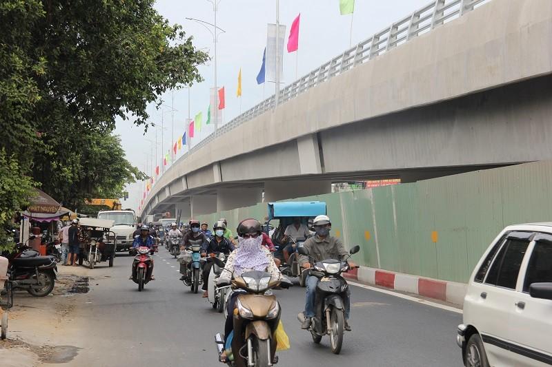 Một nhánh cầu vượt hơn 500 tỉ đồng trước ngày thông xe - ảnh 10