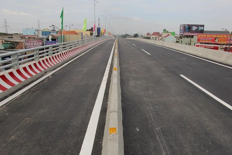 Một nhánh cầu vượt hơn 500 tỉ đồng trước ngày thông xe - ảnh 6
