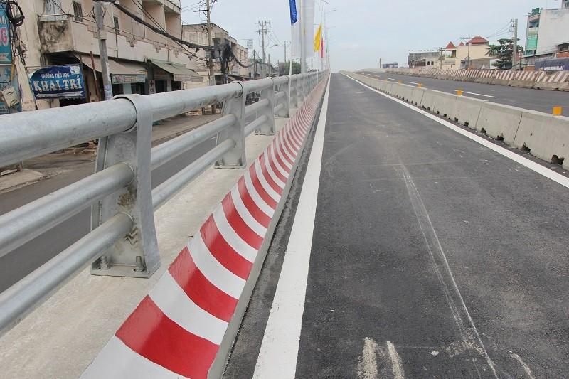 Một nhánh cầu vượt hơn 500 tỉ đồng trước ngày thông xe - ảnh 7