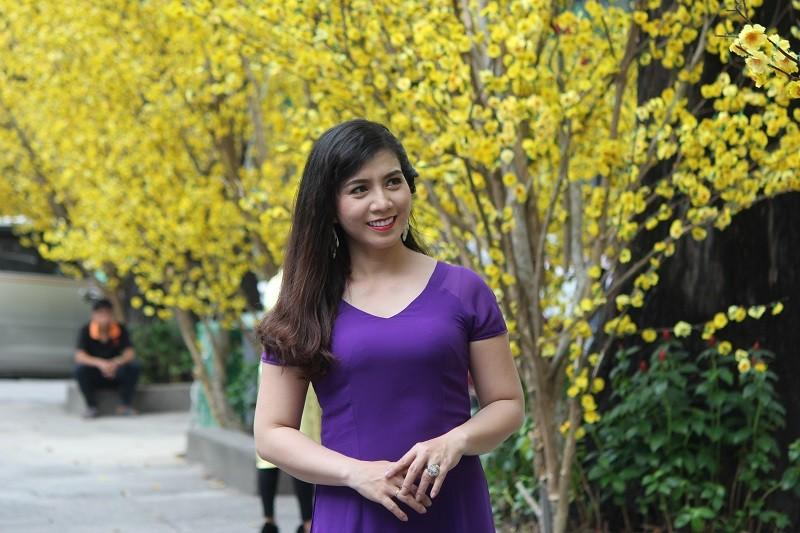 Thiếu nữ TP.HCM diện áo dài xuống phố du xuân sớm - ảnh 7