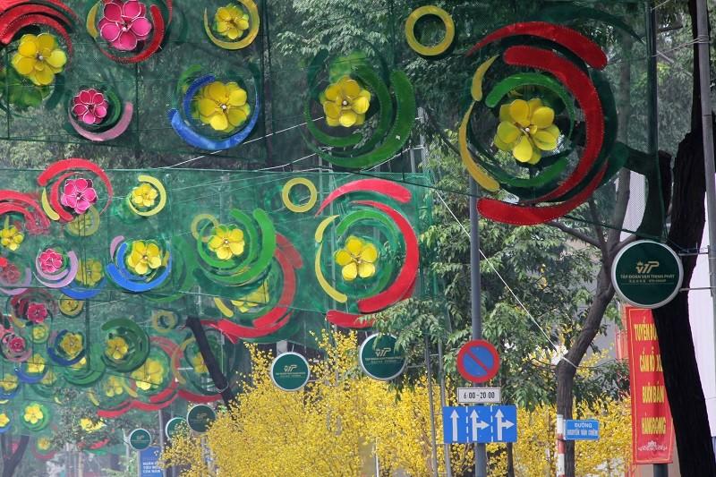 Rối mắt đoạn đường trang trí tết 2017 ở TP.HCM - ảnh 5