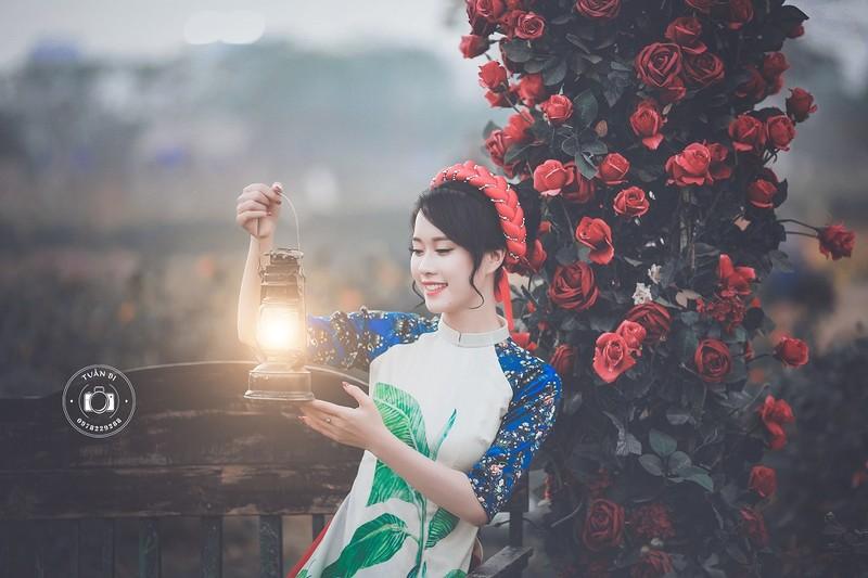 Ngắm Á khôi Nữ sinh viên VN duyên dáng bên hoa đào - ảnh 11
