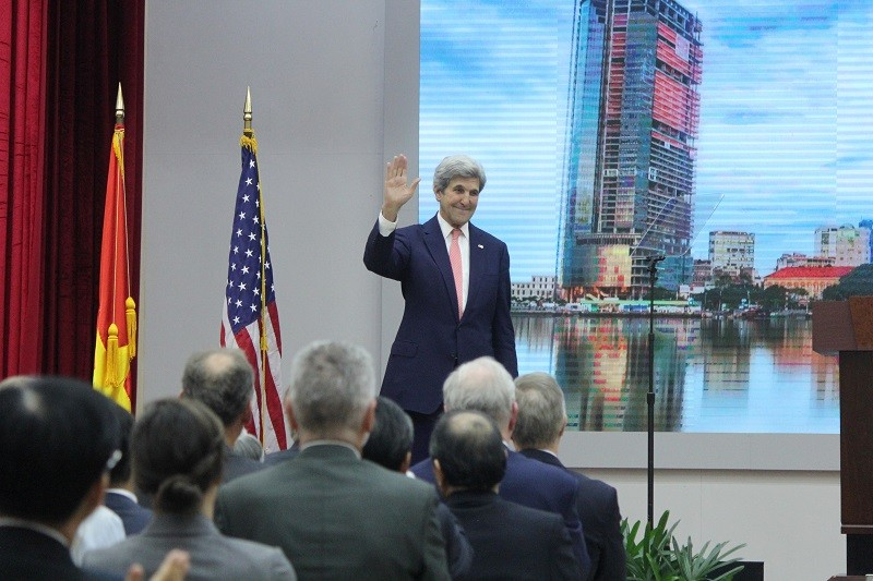 Buổi chiều bận rộn của Ngoại trưởng John Kerry ở TP.HCM - ảnh 9
