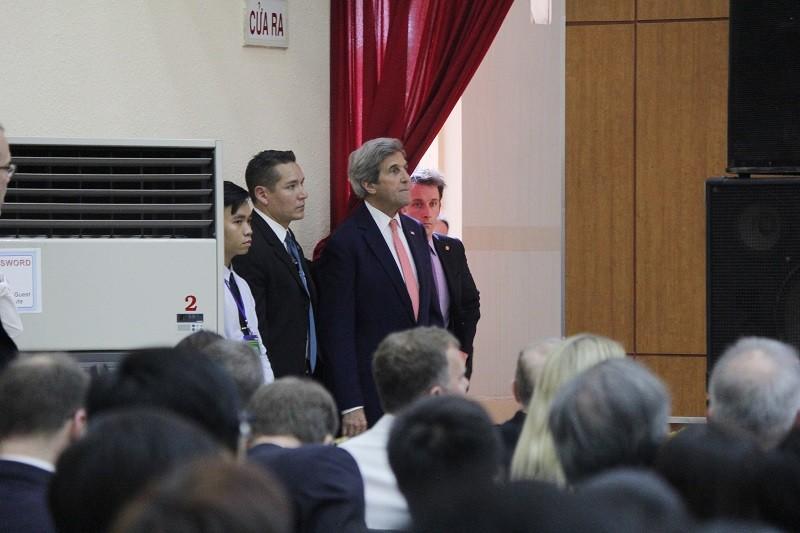 Buổi chiều bận rộn của Ngoại trưởng John Kerry ở TP.HCM - ảnh 10