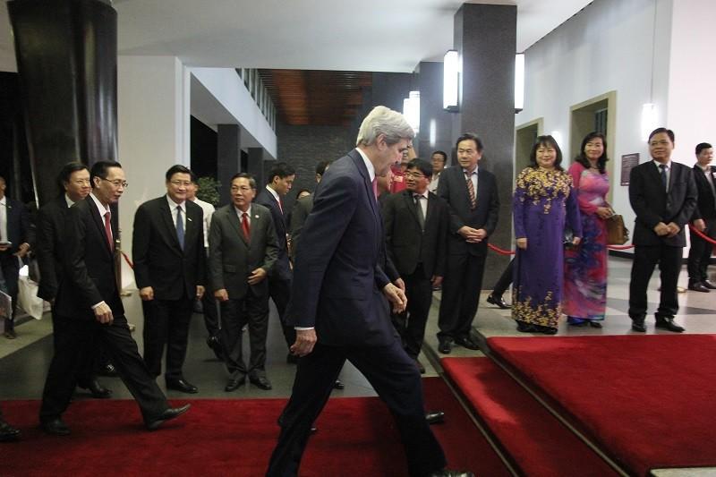 Buổi chiều bận rộn của Ngoại trưởng John Kerry ở TP.HCM - ảnh 7