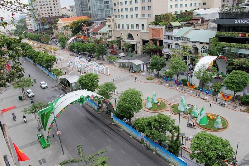 Mục kích tiến độ thi công đường hoa Nguyễn Huệ 2017 - ảnh 2