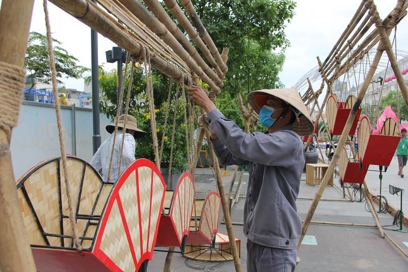 Mục kích tiến độ thi công đường hoa Nguyễn Huệ 2017 - ảnh 7